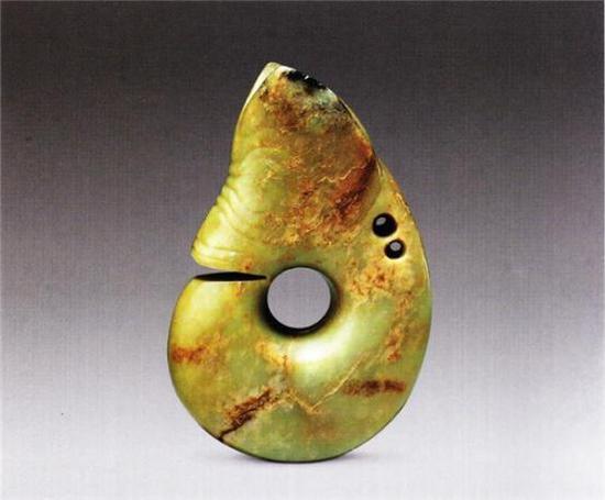 玉兽头块   红山文化   高15.4厘米 宽4.5厘米 长10.5厘米   清宫旧藏