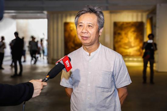 """中国""""大地艺术""""代表性艺术家王刚接受媒体采访"""