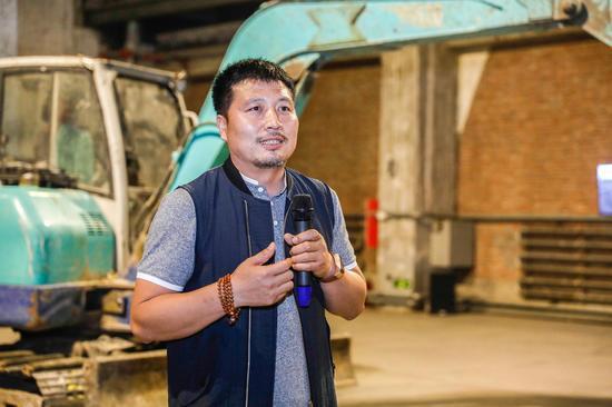 798推介展总策划、展览策展人王振林在开幕式致辞