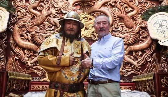成吉思汗扮演者、著名艺术家巴森扎布先生与苏日雅