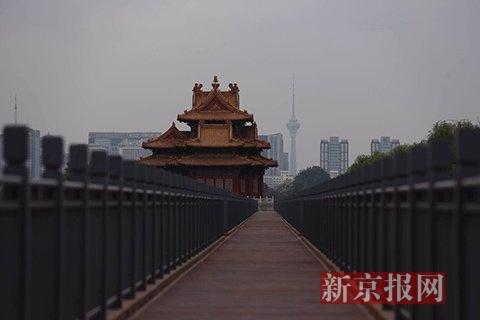 故宫北城墙木栈道已铺设完毕。新京报记者 浦峰摄