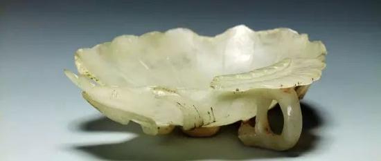 玉器中的像生花式杯:白玉荷叶杯