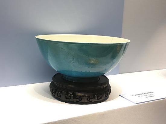 孔雀绿釉碗