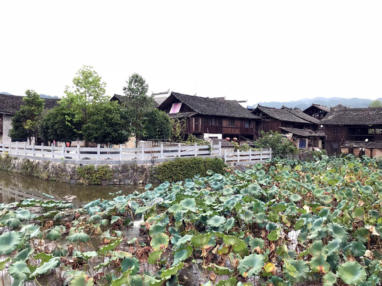 隆里古镇护城河