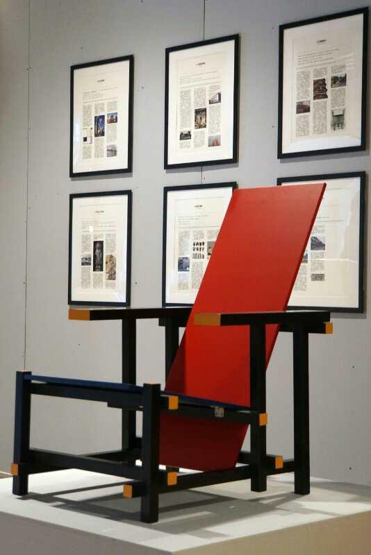"""图为""""百年荷兰风格派的回顾与致敬""""展览部分作品。(赵树燕 摄)"""