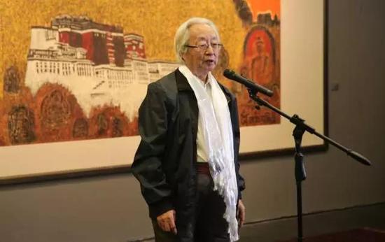 中央美术学院教授潘世勋宣布展览开幕