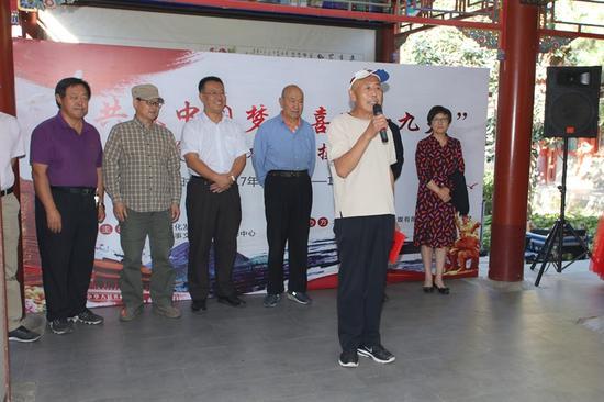 艺术家代表王锦爱发言