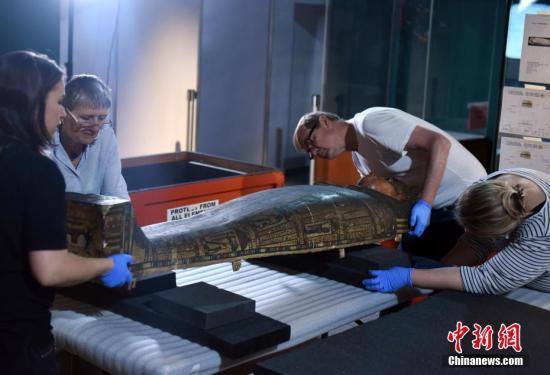 资料图:精选展品从大英博物馆运抵该馆。中新社记者 谭达明 摄