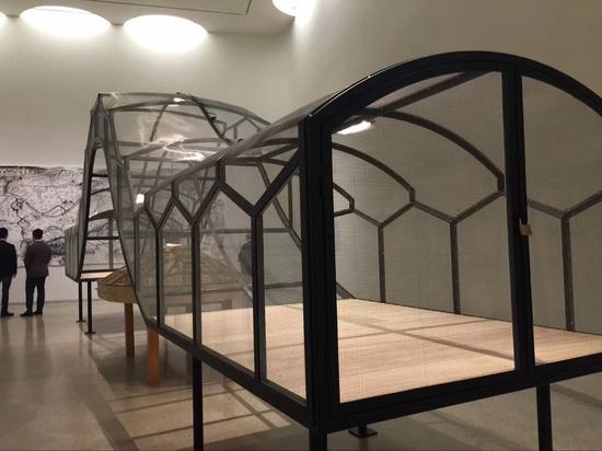 展览现场(图为黄永砯 没有昆虫的作品《世界剧场》)