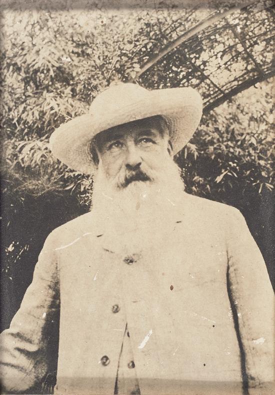 萨沙· 吉特里摄,《克劳德· 莫奈,吉维尼》 , 1915 年,银盐相纸 (珂罗酊氯化银印相法)