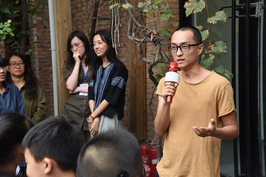 北京大河美术馆负责人李昂轩先生发言