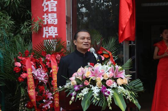 中国艺术创作院院长严学章主持开幕式