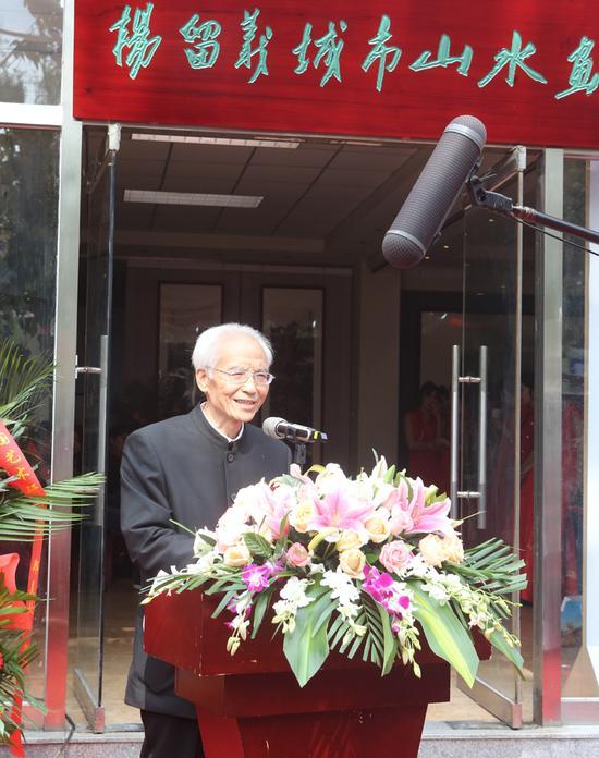 著名美术理论家夏硕琦在开幕式上致辞