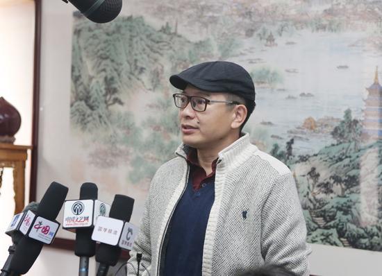 中国国家画院艺术信息中心主任、《中国美术报》执行总编辑王平在开幕式现场接受媒体采访,对杨留义城市山水画给予很高评价