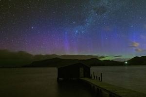 南岛极光爆发美不胜收 延时摄影展现天际变化