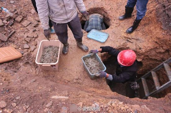 景德镇村民打地基发现8000多斤古91在线