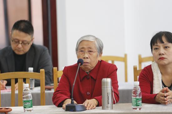 中国工艺美术大师汪寅仙发言