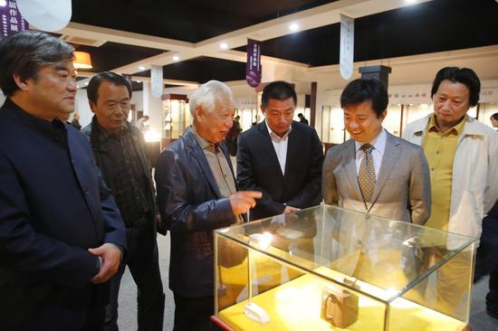 中国艺术院紫砂研究院首届作品展现场