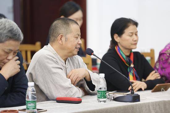 中国陶瓷艺术大师吴鸣发言