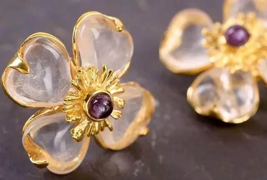 Robert Goossens 是岩石水晶珠宝的开创者