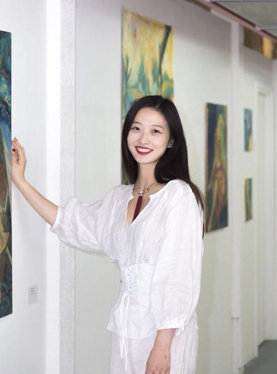 艺术家吴琼