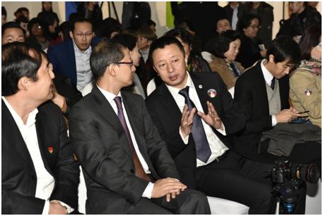 左起:北京市西城区副区长翟翼;文化部对外文化联络局副局长郑浩 ;艺术节秘书长,繁星戏剧村创始人樊星
