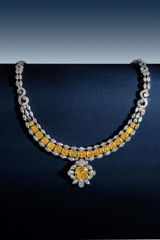 27.25克拉 彩黄色 钻石项链(主石重约8.12克拉)