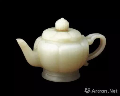 清 白玉莲瓣式执壶 清宫旧藏    北京故宫博物院藏品