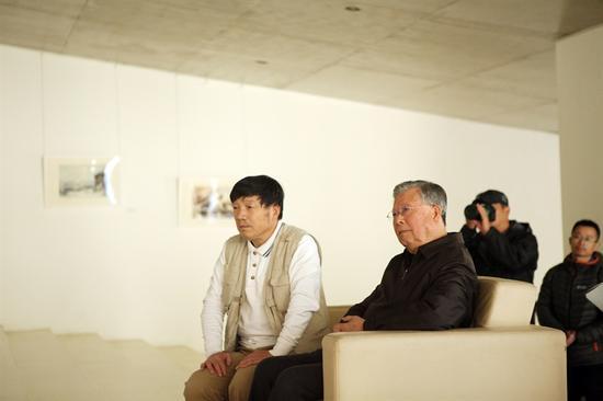 艺术家曹培安及中国前驻欧盟使团大使兼驻比利时大使关呈远