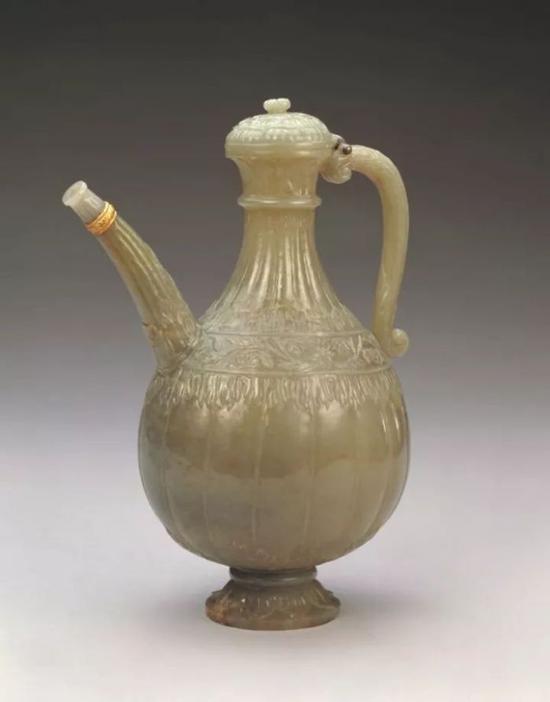青玉瓜棱执壶 清    痕都斯坦玉器风格    北京故宫博物院藏品