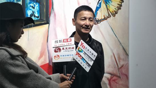 著名艺术批评家、策展人杨卫接受媒体采访