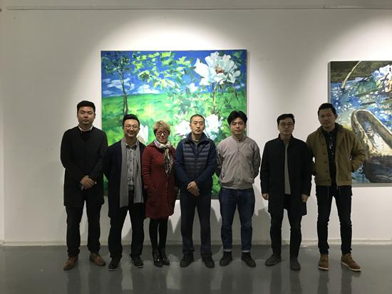 艺术家孟小为、策展人李裕君及嘉宾合影
