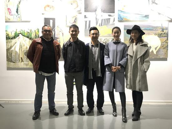 著名艺术评论家杨卫、李裕君与嘉宾合影