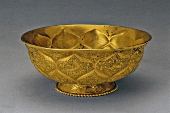 鸳鸯莲瓣纹金碗,唐代,陕西西安市何家村窖藏出土,陕西历史博物馆藏