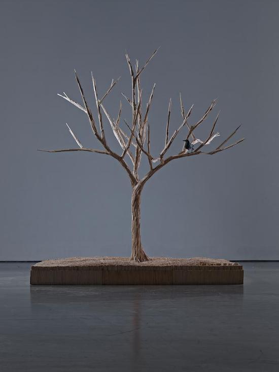 《生命之树》,一次性筷子以及综合材料 300 x 300 x 350 cm,2012