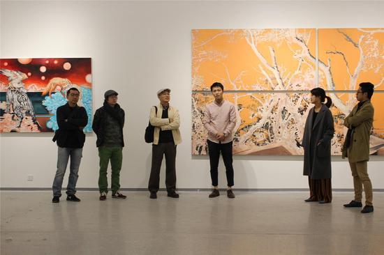 嘉宾李青、金阳平、黄发祥,艺术家曾臻、策展人张骋、当代艺术调查局发起人宋振熙在开幕现场