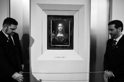 """达·芬奇画作《救世主》展开拍卖前的全球巡展。早前在纽约佳士得揭开""""神秘面纱"""""""