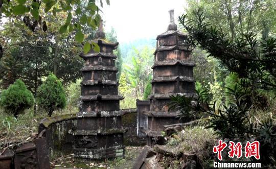 湖南郴州龙岩古寺七层双子墓塔。 徐志雄 摄