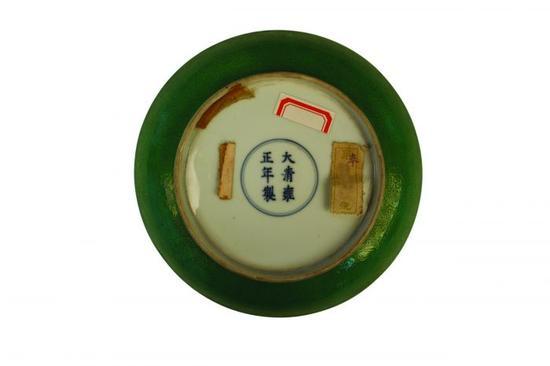 图5 清雍正款瓜皮绿釉八宝缠枝纹盘