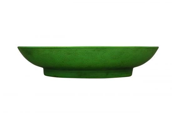 图3 清雍正款瓜皮绿釉八宝缠枝纹盘