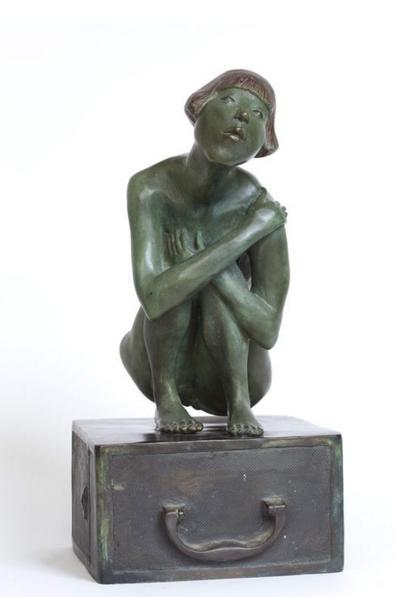 乔小幻《盒子里的姑娘》46cm  铸铜 2009