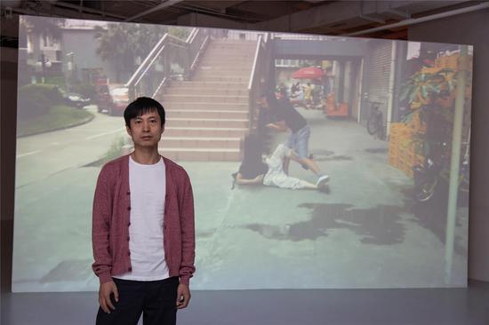 艺术家李燎作品《我是正义的》参加《展演剧场》展览