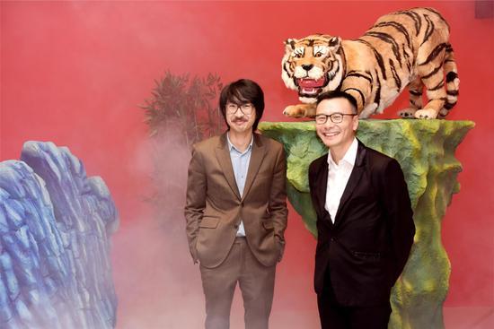 《新东方花园》艺术家王浩然及策展人陈浩扬合照