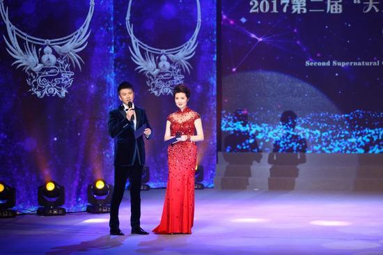 颁奖典礼由中央电视台著名主持人马跃和海政文工团著名主持人王静联袂主持。