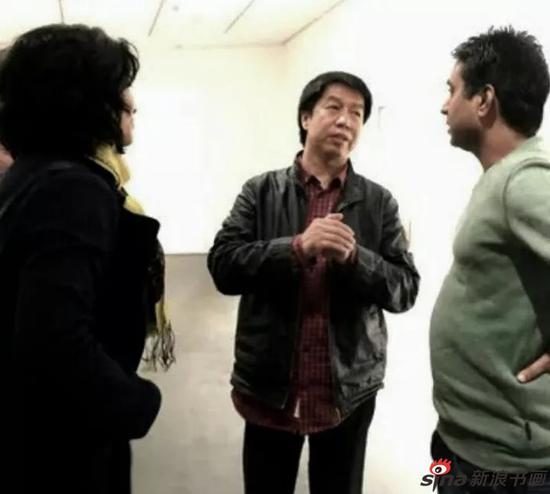 蔡广斌与印度艺术家寿天(右)交流中