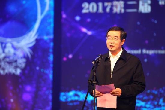 国土资源部珠宝玉石首饰管理中心党委书记、主任叶志斌为典礼致辞