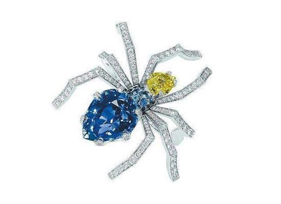 CHAUMET尚美巴黎对于蜘蛛元素也十分钟情,不仅有珠宝还有腕表