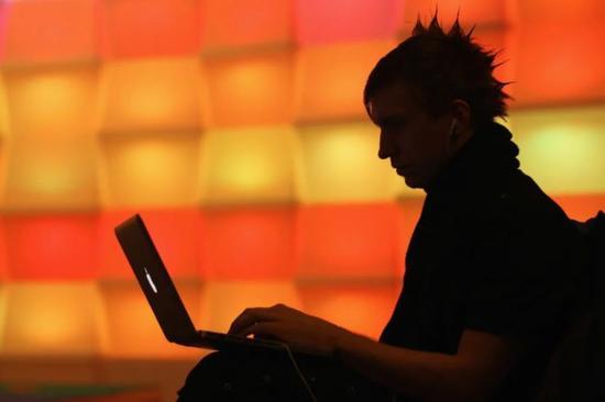 黑客们已经开始窥视艺术交易。图片:by Sean Gallup/Getty Images
