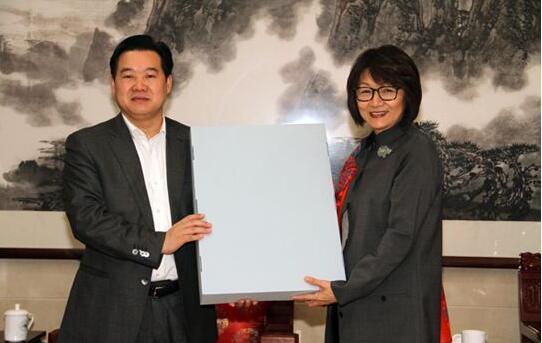 朱良剑(左)