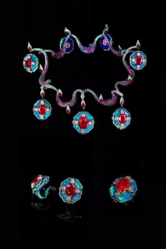 《华彩心动》项链、耳环、戒指
